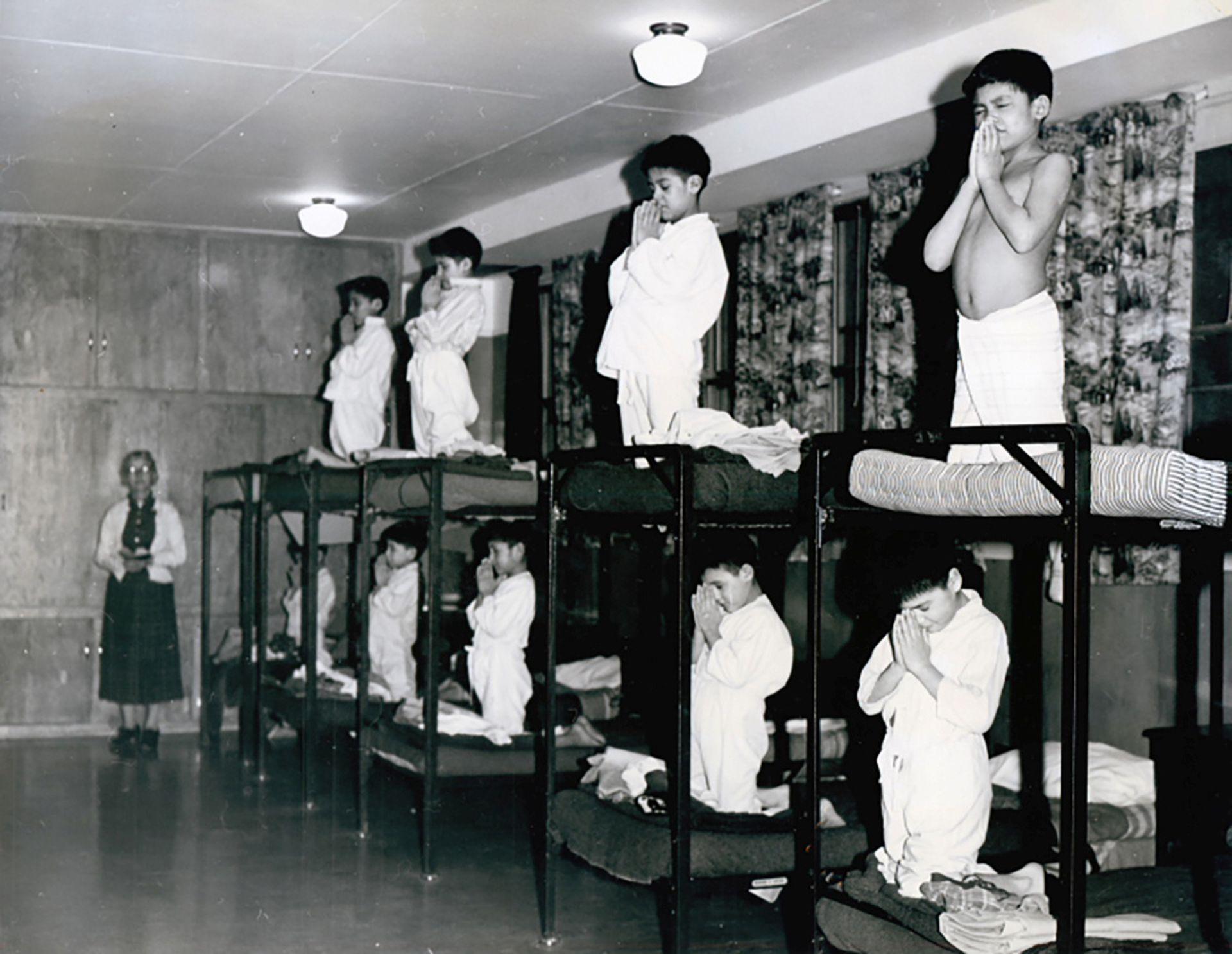和美国、澳大利亚的同类学校一样,被送进校内的少年儿童在学习文化前,必须要强制接受宗教培训。(路透社)