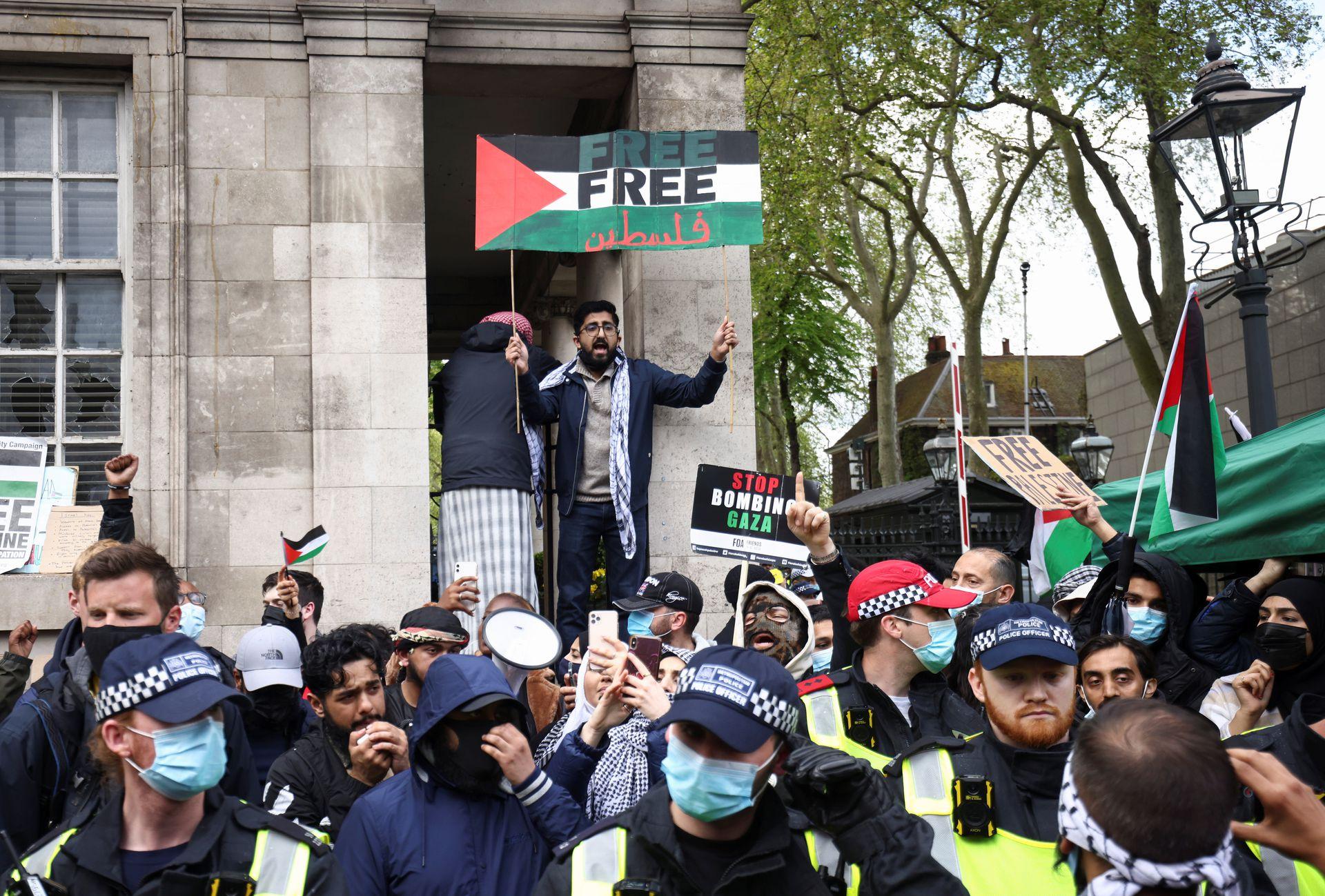 以巴冲突:图为5月15日,英国伦敦民众上街声援巴勒斯坦人。(Reuters)